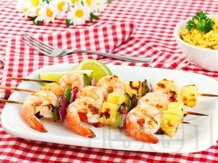Пикантни шишчета със скариди и ананас на скара - снимка на рецептата